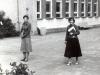 1979-wrzesien-przed-szkola-nina-strojecka-i-a-zawadzka